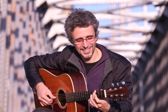 O gaúcho Vitor Ramil é um dos nomes da programação
